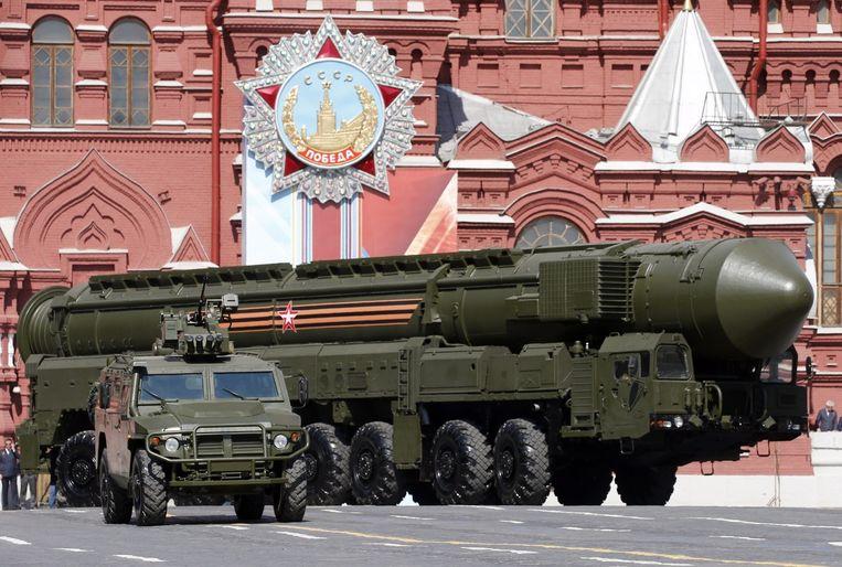 De mobiele intercontinentale atoomraket RS-24 Yars heeft een bereik van 11 duizend kilometer. De raket, een zogenaamde MIRV, kan tien verschillende doelen vernietigen. Beeld EPA