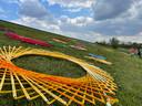 Kleurrijke cirkels verschenen zaterdagochtend in Schijndel op het talud naast de A50. Het is het startsein voor de tiende editie van het Veghelse festival Fabriek Magnifique in 2022.