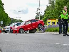 Gestolen Audi crasht na politie-achtervolging, twee inzittenden aangehouden