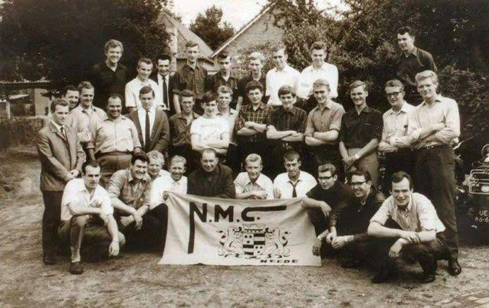 Leden van de Needse Motor Club bijeen in 1965.