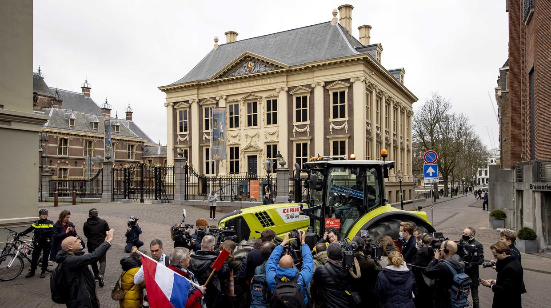 Caroline van der Plas van BoerBurgerBelangen heeft één zetel bemachtigd en kreeg maximale aandacht door donderdag in een tractor naar het Binnenhof te rijden. Beeld ANP