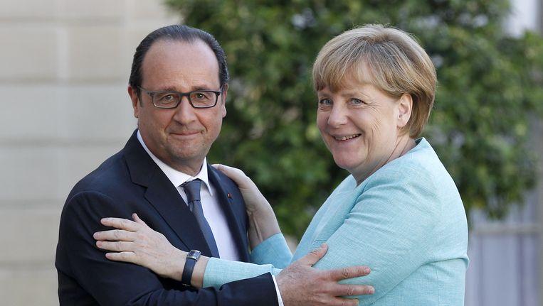 Het Frankrijk van François Hollande en het Duitsland van Angela Merkel proberen voor het topoverleg van morgen op één lijn te geraken. Beeld GETTY