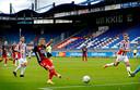 Willem II - Feyenoord vorig najaar in een leeg stadion. Op 23 april zijn er tegen RKC wél fans welkom in Tilburg.