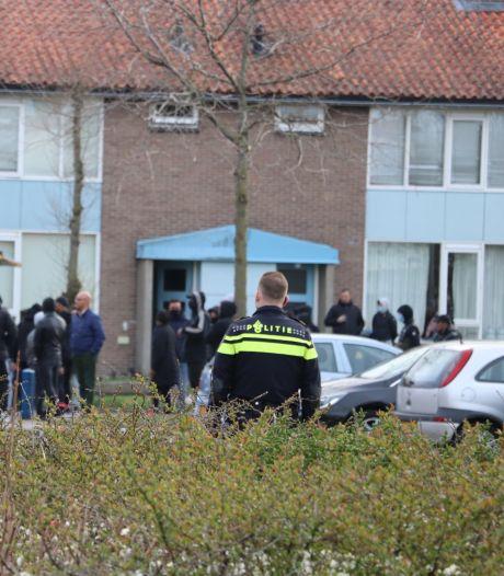 Agent doet aangifte van poging doodslag tegen jongeren die met bakstenen gooiden in Leerdam