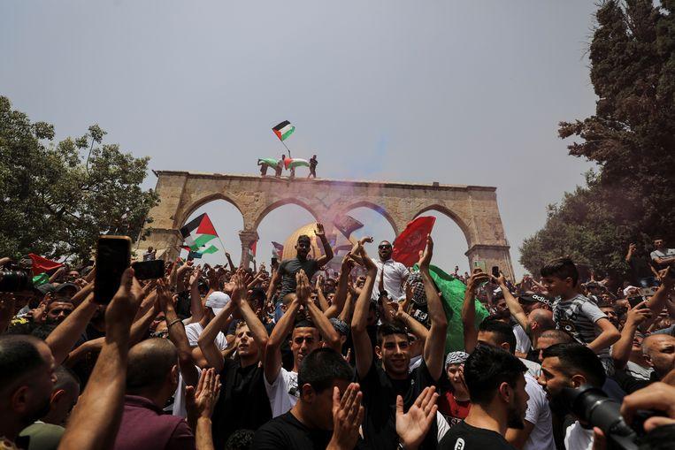 Reacties op het nieuws van een staakt-het-vuren bij de Al-Aqsa-moskee, vrijdag. Beeld REUTERS