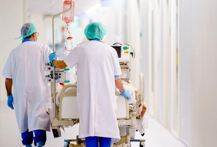 Medewerkers op een intensive care-afdeling.  Beeld ANP
