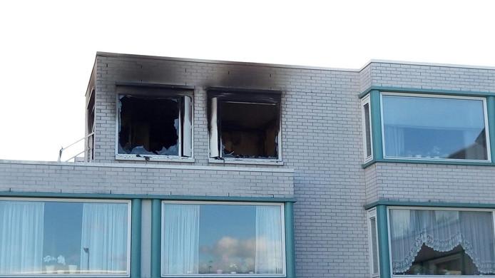 Het appartement op de tweede verdieping is uitgebrand.