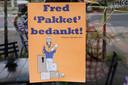 Fred pakket, postbezorger neemt afscheid van de wijk en de buurt viert dat met hem bij restaurant Bollyfoods. Nijmegen, 31-7-2021 . GV