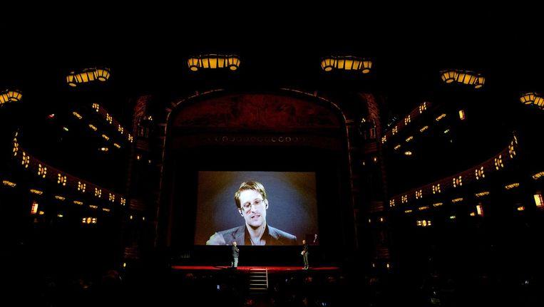 Edward Snowden, live verbonden met Tuschinski Beeld anp