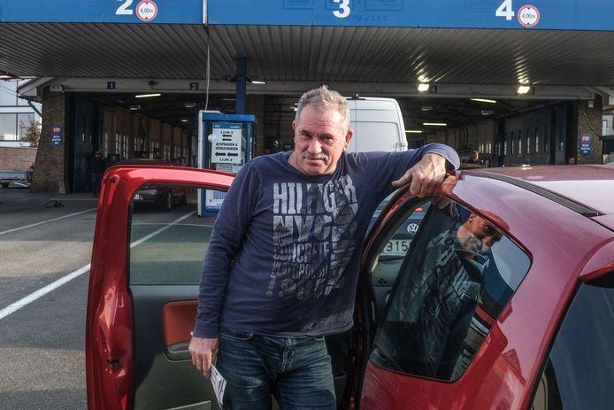 Dirk Vandeginste uit Kluisbergen kwam de voorbije jaren steevast in Harelbeke zijn auto keuren.
