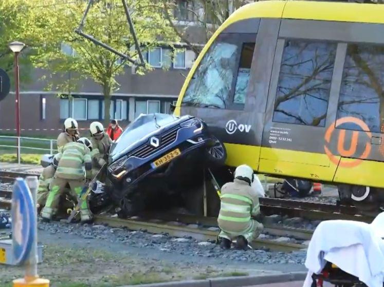 Tram ontspoord na ongeluk met auto in Nieuwegei