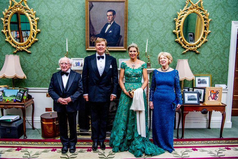 Koning Willem Alexander en koningin Máxima wonen een staatsbanket bij in het presidentieel paleis tijdens de eerste dag van het staatsbezoek aan Ierland. Links van de vorst: president Michael D. Higgins. Geheel rechts: presidentsvrouw Sabina Coyne. Beeld ANP