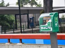 Levensreddende AED geplaatst op station Vroomshoop