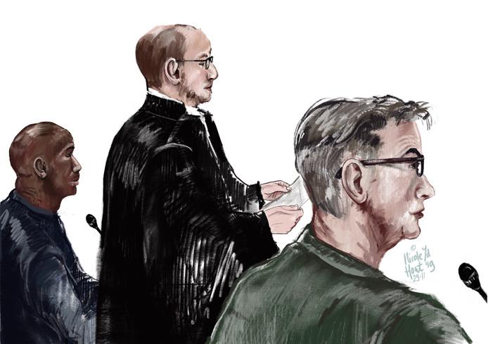 De verdachten en hun advocaat van de in scene gezette overval in Rozendaal.