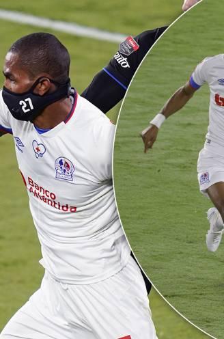 """Speler kiest er zelf voor om Champions League-match mét mondmasker op te spelen: """"Hij wil zijn dierbaren beschermen, maar een pretje is het niet"""""""