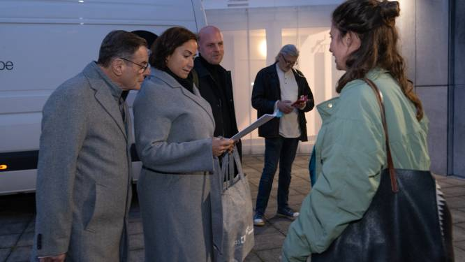 Ouders overhandigen petitie tegen sluiting Borgerhoutse crèches aan schepen Ait Daoud
