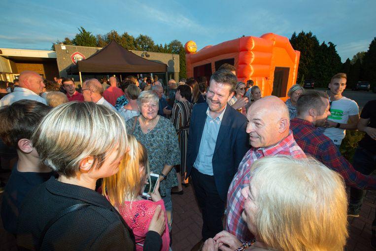 Burgemeester Smeets (midden) vraagt de mening van de Peltenaren voor het meerjarenplan