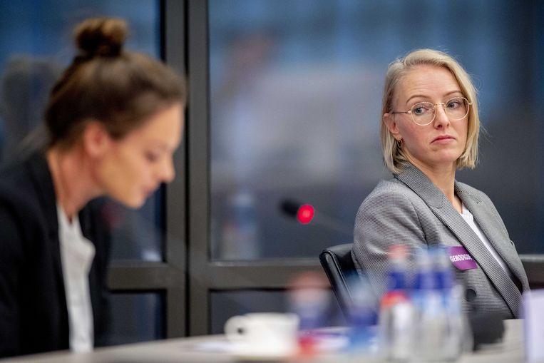 Ex-turnster Petra Witjes (r) tijdens een rondetafelgesprek met Kamerleden en betrokkenen over misbruik in de turnsport. Beeld ANP