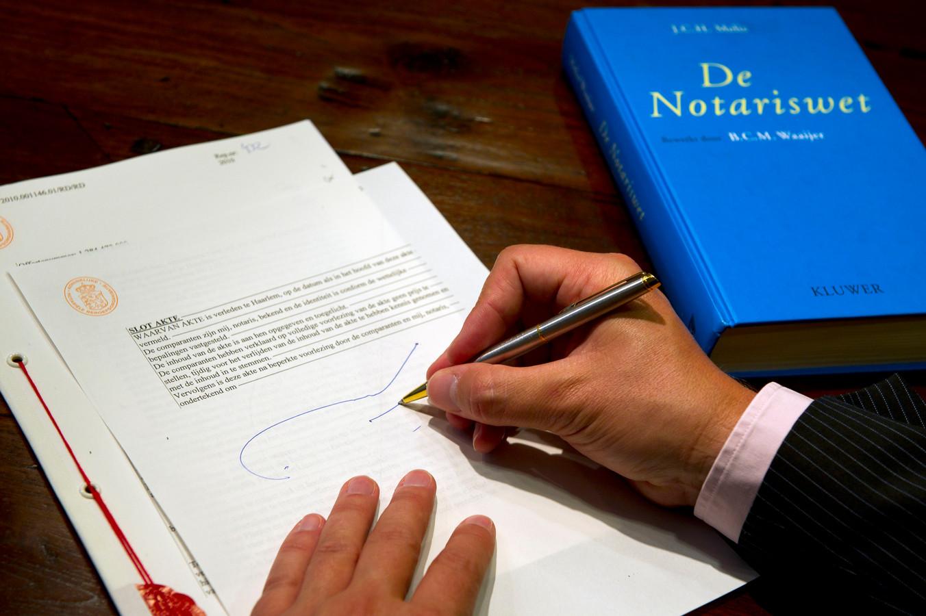 Bij de faillissementsfraude met vastgoed was ook een inmiddels ex-notaris uit Neede betrokken.