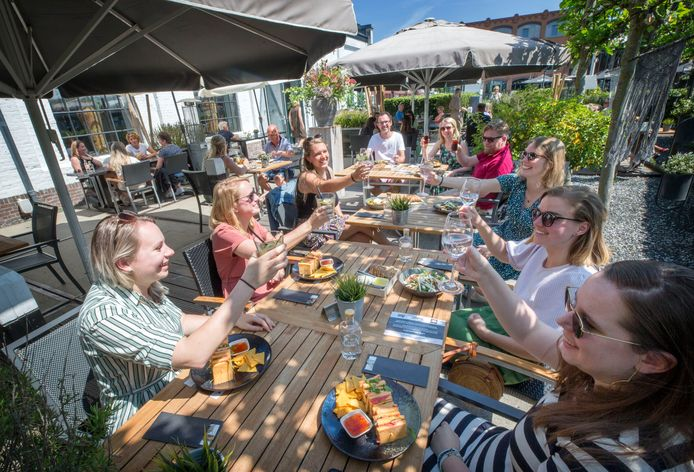Artsen en arts-assistenten van het Bravis en Amphia worden getrakteerd op een lunch bij het Havenhuis in Etten-Leur.