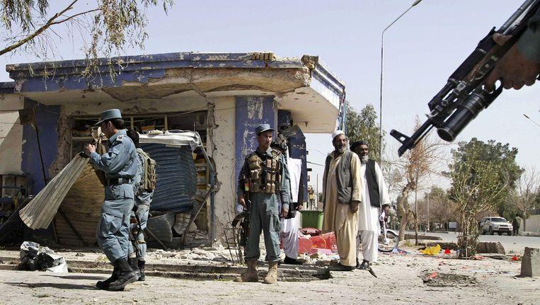 Bij een bomaanslag in Kandahar zijn vandaag een dode en een gewonde gevallen. De bom was bevestigd aan een geparkeerde motorfiets. De aanslag voltrok zich op het moment dat een delegatie van de Afghaanse regering in de stad bijeen was voor een vergadering over het bloedbad van afgelopen zondag. Beeld ap