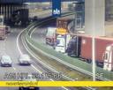 De A15 is dicht door een ongeluk met vrachtwagens.