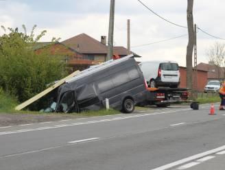 Hevige klap met bestelwagens op Torhoutbaan