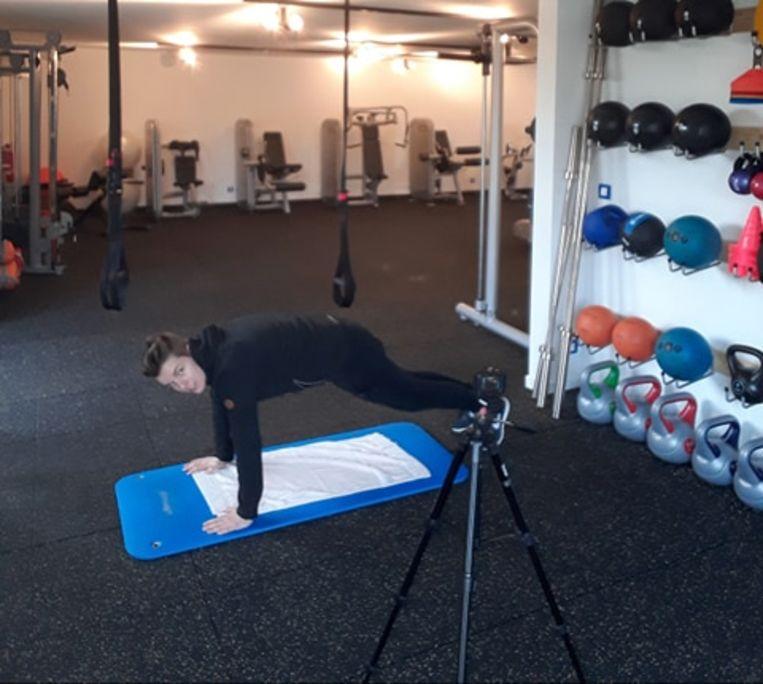 Bewegingscoach en personal trainer Beate Hofkens van 'Improve' biedt haar leden digitale workouts.