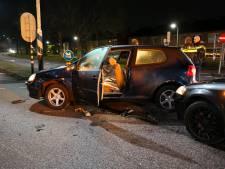 Twee auto's botsen tegen elkaar op kruising in Zevenaar