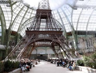 Indrukwekkend: Karl Lagerfeld laat levensechte Eiffeltoren nabouwen voor Chanel