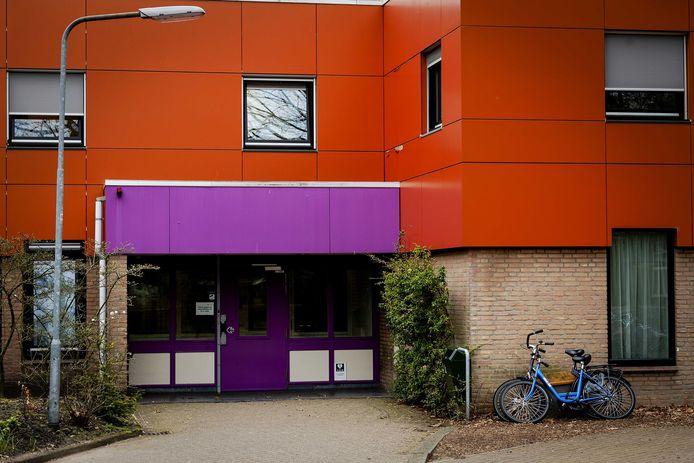 Buitenkant van de forensisch psychiatrische kliniek FPA Utrecht in Den Dolder.