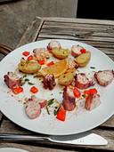 Salade van octopus bij Chez Antoinette.