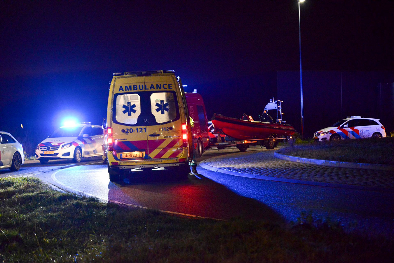 Er stonden twee ambulances, uit voorzorg, klaar.