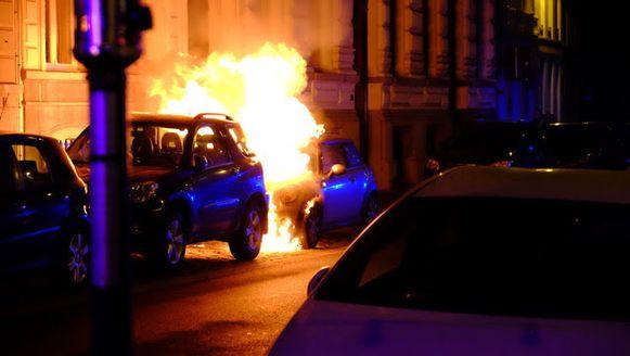 De auto brandde volledig uit?