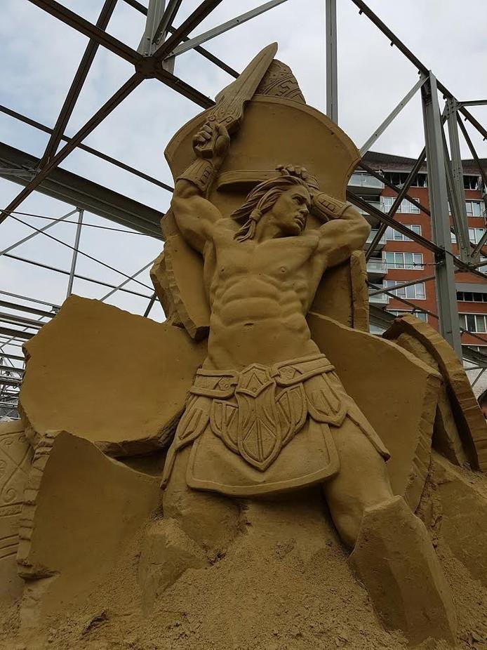 De opbouw van het zandsculpturenfestival is in volle gang.