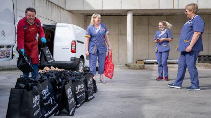 """Marktkramers schenken gebraden kippen en fruit aan poetspersoneel Mechels ziekenhuis: """"Hun werk wordt vaak vergeten"""""""