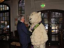Burgemeester presenteert mascotte Wollie
