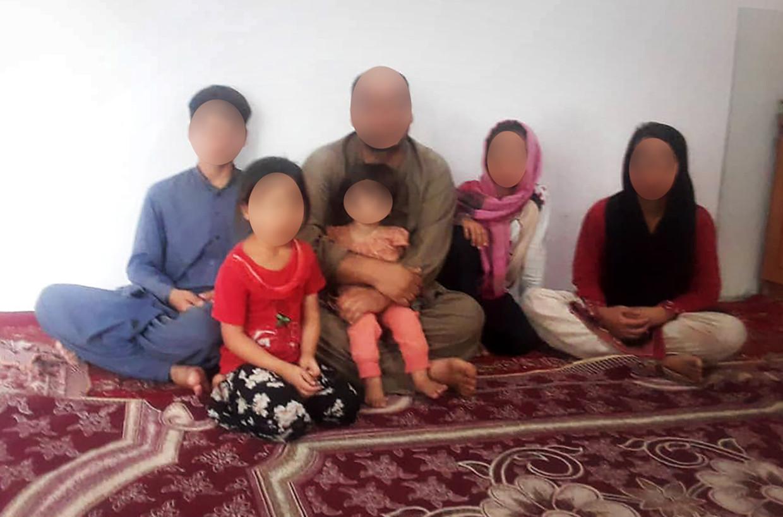 Abdul met vijf van zijn kinderen Beeld privébeeld