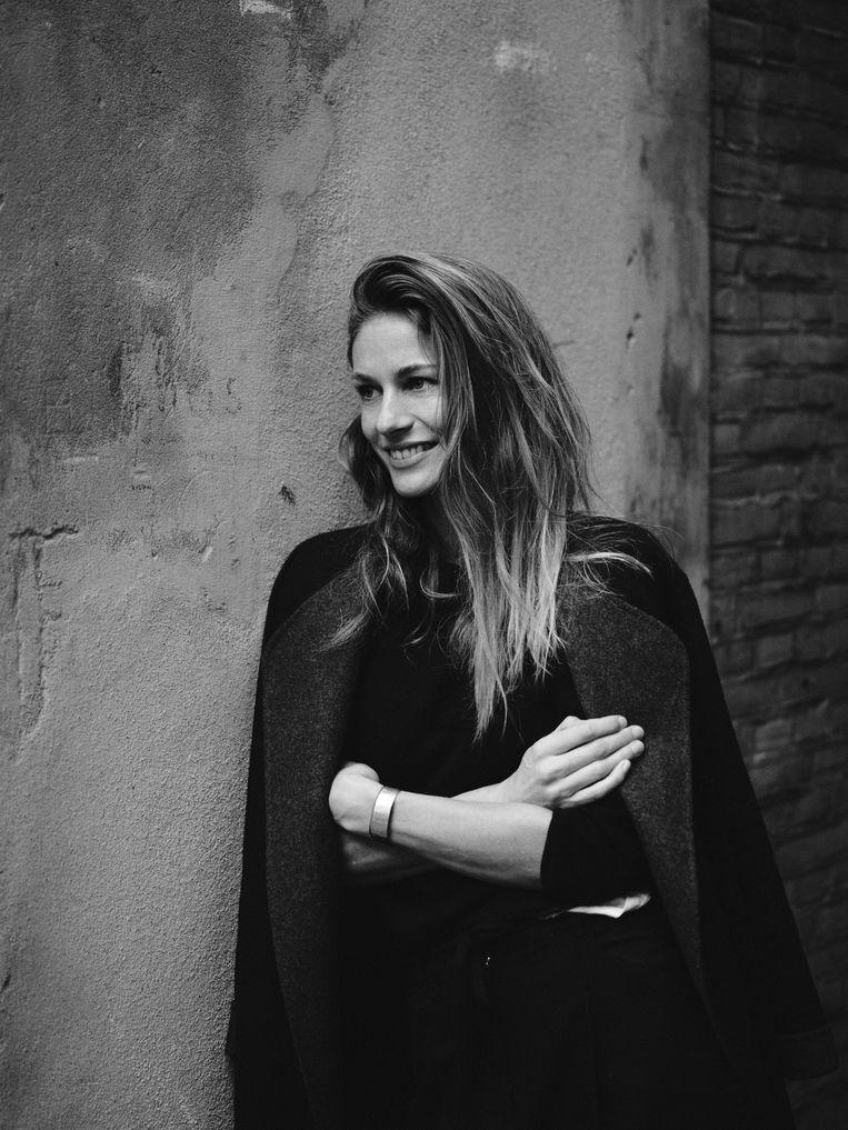 Annemarieke van Drimmelen. Geboren in 1978 in Australie. Sinds 2005 legt ze zich volledig toe op modefotografie en ontwikkelde een eigen stijl. Beeld Daniel Bouquet