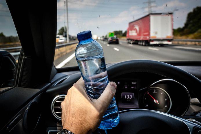 Automobilisten krijgen het advies genoeg water en een paraplu mee te nemen