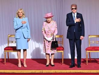 Oeps, zelfs Biden zondigt tegen het koninklijke protocol tijdens ontmoeting met Elizabeth