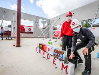Kinderen leggen zelf eerste steen van nieuwbouw VBS De Tandem in Roksem