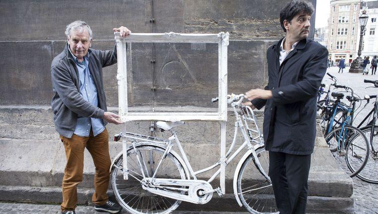 Luud Schimmelpennink (links) en museumdirecteur Paul Spies. Of het Koninklijk Huis zal meewerken aan de conservering van het werk, wordt betwijfeld. Beeld Iris Bergman
