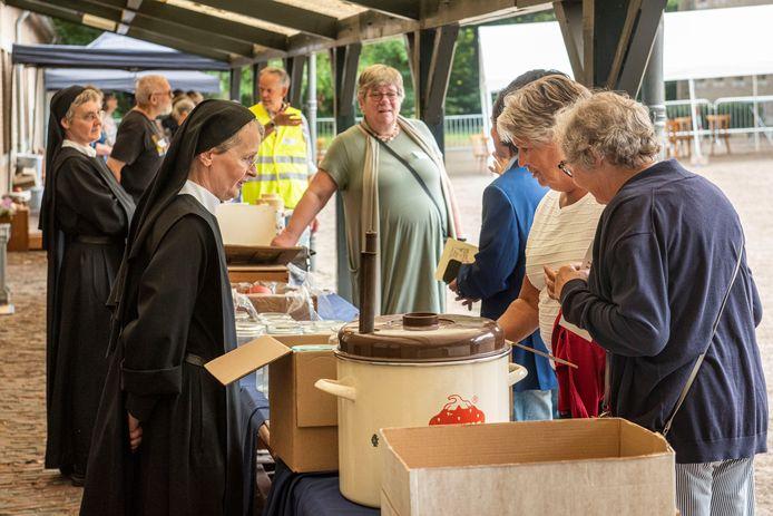 Kloostermarkt bij de Onze Lieve Vrouwe Abdij in Oosterhout.