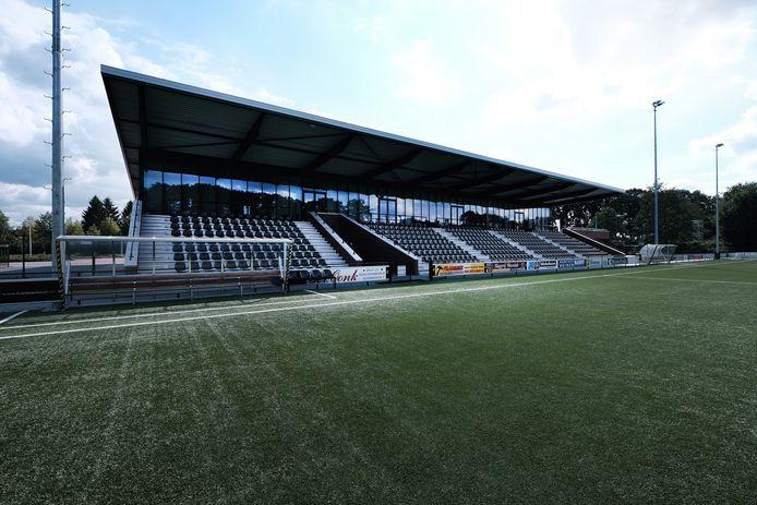 De tribune op Sportpark Jaspers, het complex van voetbalclub FC Winterswijk. Foto ter illustratie.