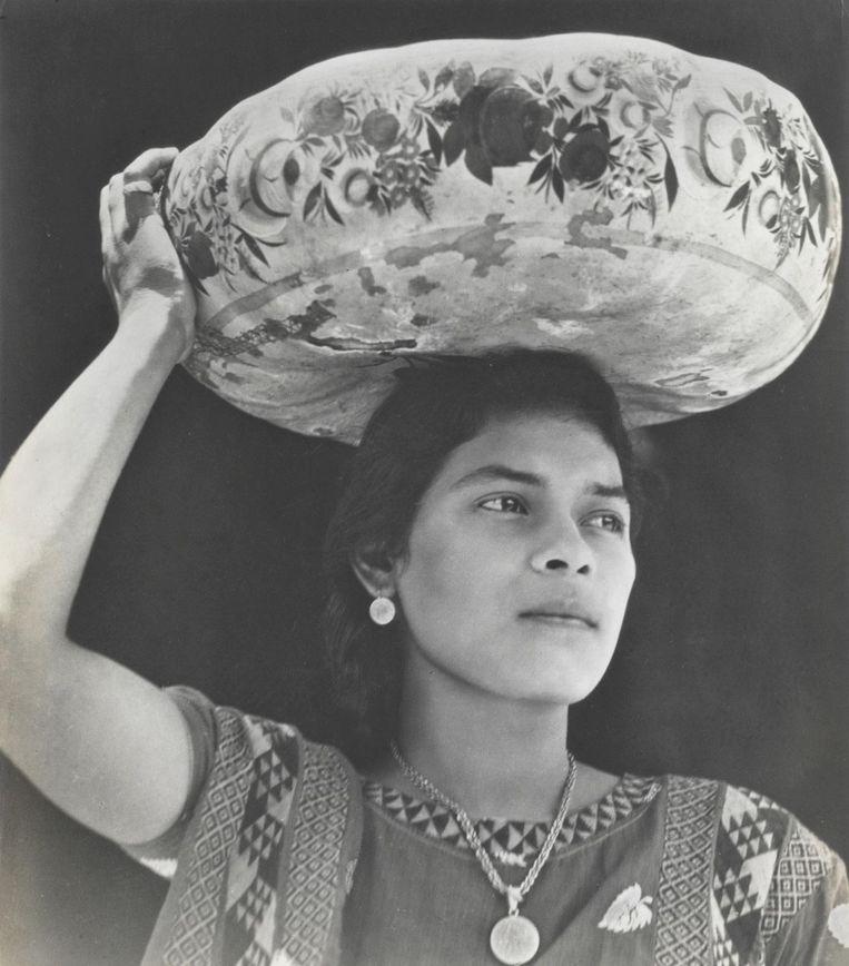 Een vrouw uit Tehuantepec, ca. 1929. Beeld Tina Modotti/Philadelphia Museum of Art