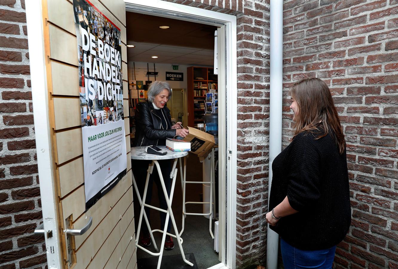 Click en collect bij boekhandel Kramer in het steegje achter de winkel.