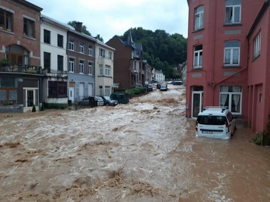 In Dinant is de schade na de overstromingen aanzienlijk.