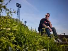 De liefde voor Feyenoord zit bij Mark zó diep, dat hij een bundel uitbrengt: 'Overal schuilt poëzie in'