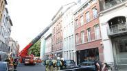 Politieman schiet vuurpijl op dak